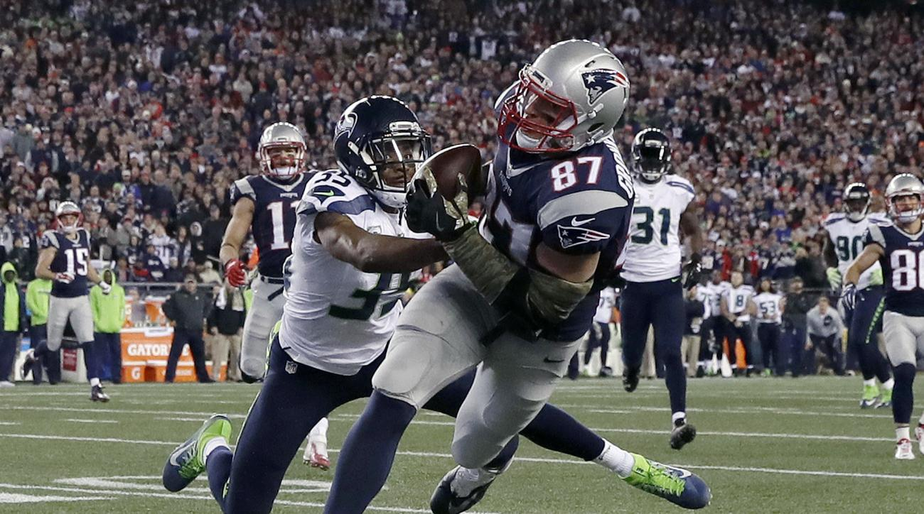 New England Patriots tight end Rob Gronkowski (87) catches a pass in front of Seattle Seahawks cornerback DeShawn Shead (35) during the second half of an NFL football game, Sunday, Nov. 13, 2016, in Foxborough, Mass. (AP Photo/Charles Krupa)