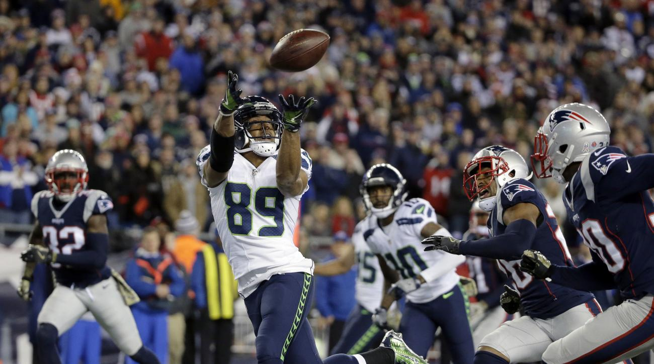 Seattle Seahawks wide receiver Doug Baldwin (89) catches a pass for his third touchdown of the game during the second half of an NFL football game against the New England Patriots, Sunday, Nov. 13, 2016, in Foxborough, Mass. The Seahawks won 31-24. (AP Ph