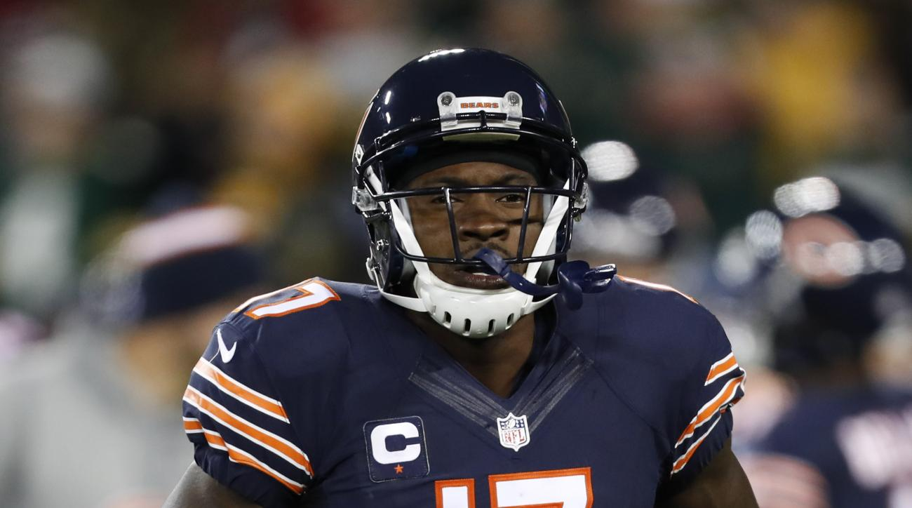 Chicago Bears wide receiver Alshon Jeffery (17) before an NFL football game against the Green Bay Packers, Thursday, Oct. 20, 2016, in Green Bay, Wis. (AP Photo/Matt Ludtke)