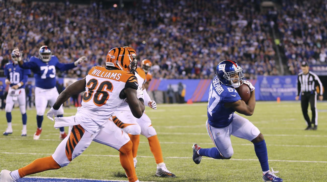 New York Giants wide receiver Sterling Shepard (87) scores a touchdown against the Cincinnati Bengals during the fourth quarter of an NFL football game, Monday, Nov. 14, 2016, in East Rutherford, N.J. (AP Photo/Seth Wenig)
