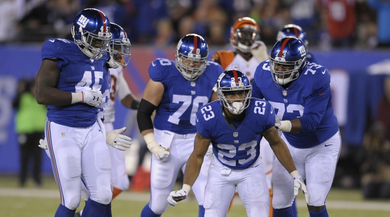 New York Giants running back Rashad Jennings (23) reacts after a run against the Cincinnati Bengals during the fourth quarter of an NFL football game, Monday, Nov. 14, 2016, in East Rutherford, N.J. (AP Photo/Bill Kostroun)