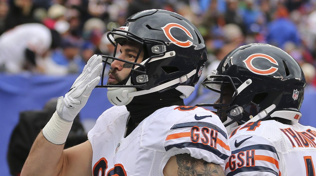 Chicago Bears tight end Zach Miller (86) reacts after scoring a touchdown against the New York Giants during the first quarter of an NFL football game, Sunday, Nov. 20, 2016, in East Rutherford, N.J. (AP Photo/Seth Wenig)