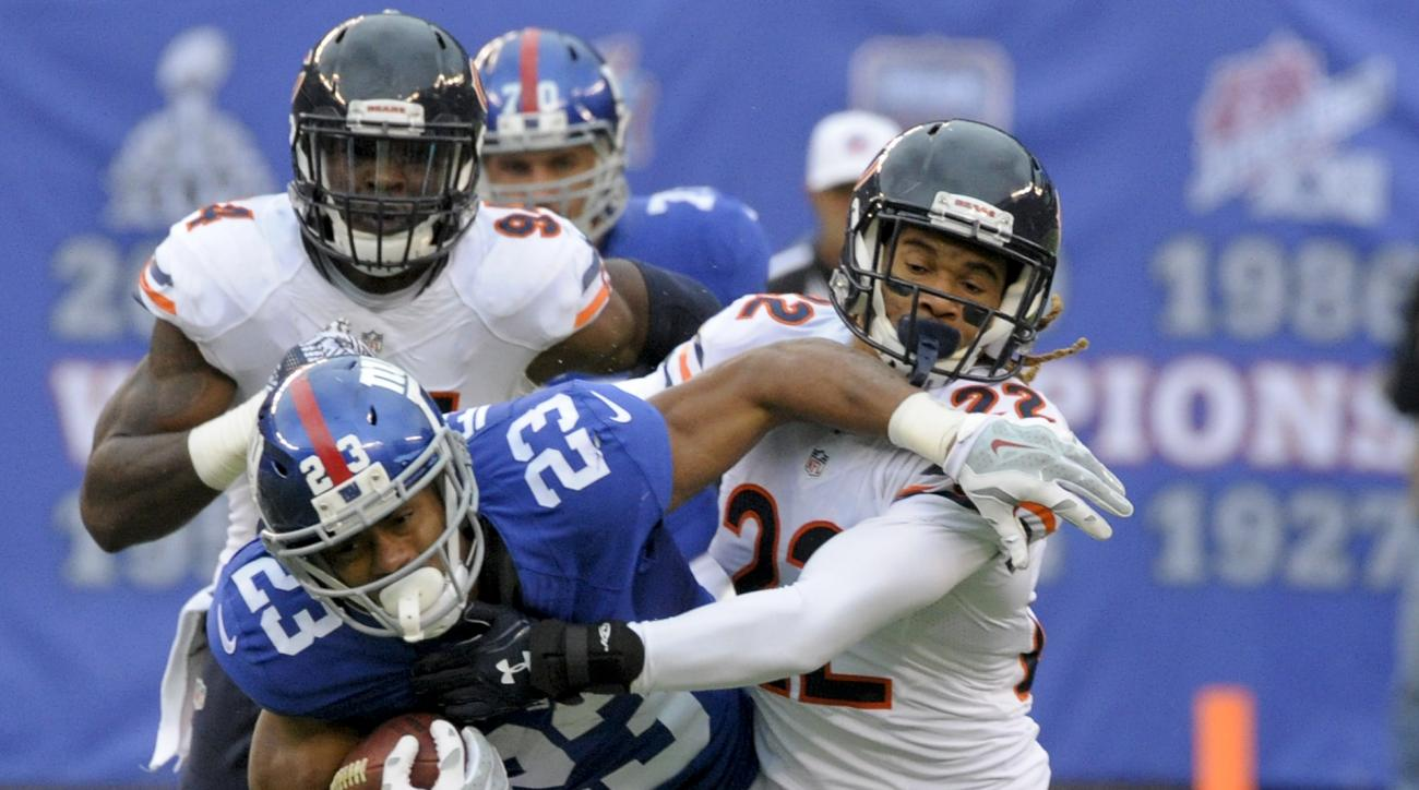 New York Giants running back Rashad Jennings (23) tries to fend off Chicago Bears cornerback Cre'von LeBlanc (22) during the second quarter of an NFL football game, Sunday, Nov. 20, 2016, in East Rutherford, N.J. (AP Photo/Bill Kostroun)