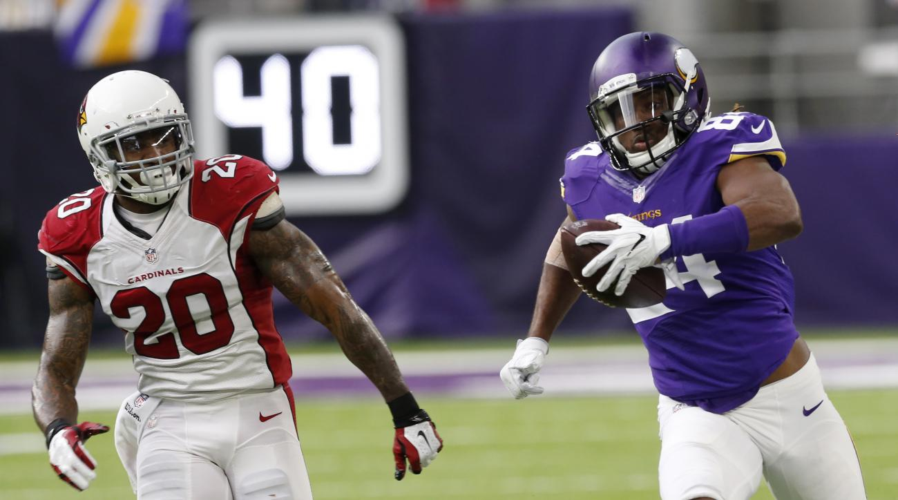 Minnesota Vikings wide receiver Cordarrelle Patterson, right, runs from Arizona Cardinals outside linebacker Deone Bucannon (20) after making a reception during the first half of an NFL football game, Sunday, Nov. 20, 2016, in Minneapolis. (AP Photo/Jim M
