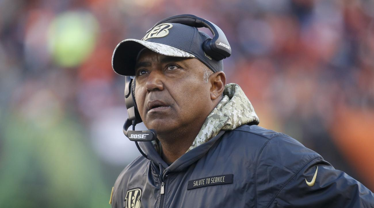 Cincinnati Bengals head coach Marvin Lewis works the sidelines in the second half of an NFL football game against the Buffalo Bills, Sunday, Nov. 20, 2016, in Cincinnati. (AP Photo/Frank Victores)