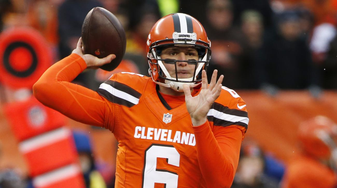 Cleveland Browns quarterback Cody Kessler (6) passes during the second half of an NFL football game against the Pittsburgh Steelers in Cleveland, Sunday, Nov. 20, 2016. (AP Photo/Ron Schwane)
