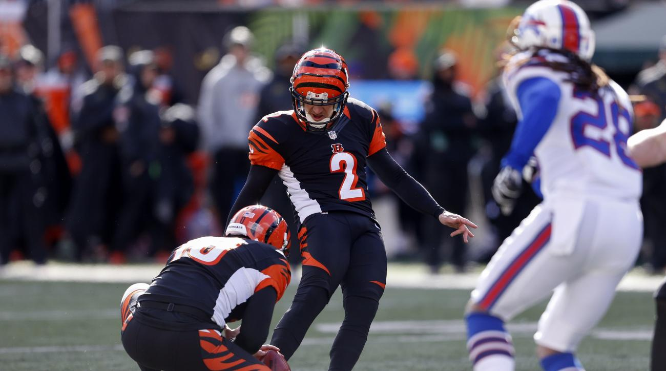 Cincinnati Bengals kicker Mike Nugent (2) misses an extra point attempt in the first half of an NFL football game against the Buffalo Bills, Sunday, Nov. 20, 2016, in Cincinnati. The Bills won 16-12. (AP Photo/Gary Landers)