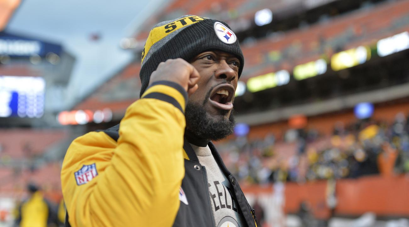 Pittsburgh Steelers head coach Mike Tomlin celebrates as he walks off the field following a 24-9 win over the Cleveland Browns in an NFL football game in Cleveland, Sunday, Nov. 20, 2016. (AP Photo/David Richard)