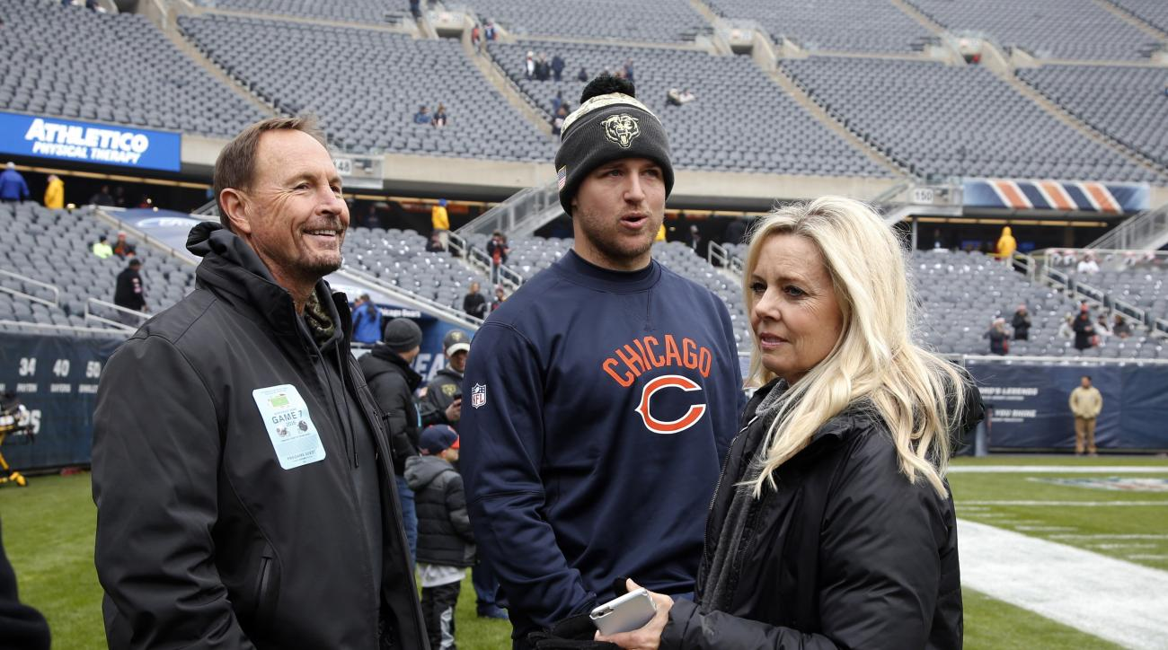 Chicago Bears quarterback Matt Barkley, center, talks to his parents Les and Beverly Barkley before an NFL football game Tennessee Titans, Sunday, Nov. 27, 2016, in Chicago. (AP Photo/Nam Y. Huh)