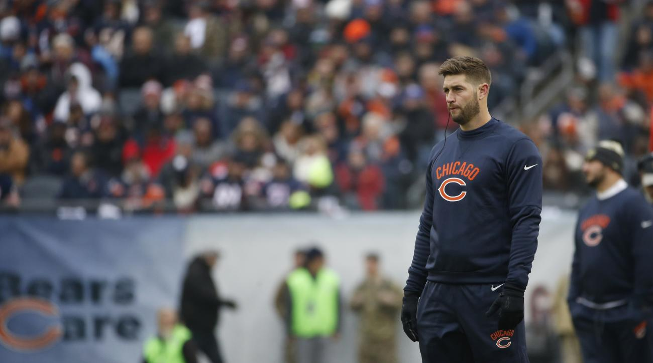 Chicago Bears quarterback Jay Cutler watches from the sideline during the first half of an NFL football game against the Tennessee Titans, Sunday, Nov. 27, 2016, in Chicago. (AP Photo/Nam Y. Huh)