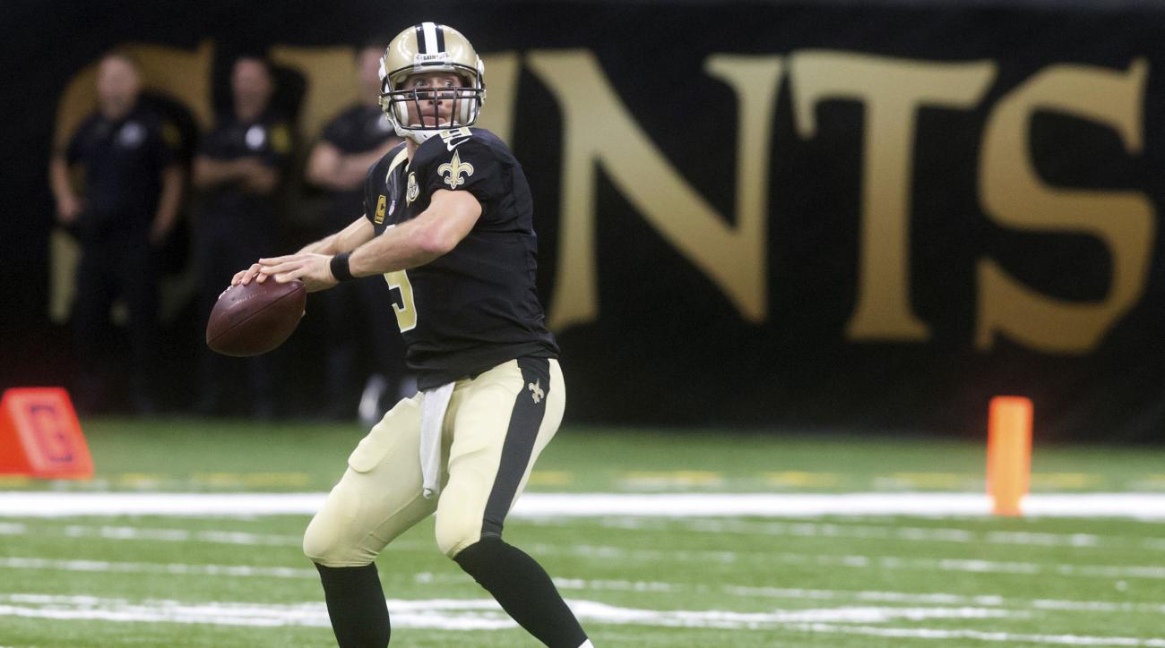 New Orleans Saints quarterback Drew Brees looks to pass against the Los Angeles Rams during an NFL football game in New Orleans, Sunday, Nov. 27, 2016. (Chris Heller/The Houma Daily Courier via AP)