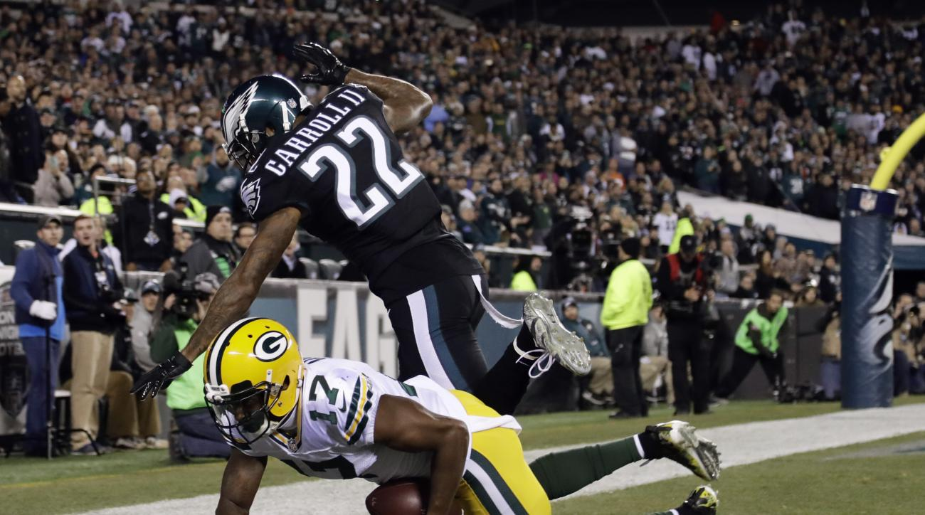 Green Bay Packers' Trevor Davis (11) scores a touchdown against Philadelphia Eagles' Nolan Carroll (22) during the first half of an NFL football game, Monday, Nov. 28, 2016, in Philadelphia. (AP Photo/Matt Rourke)