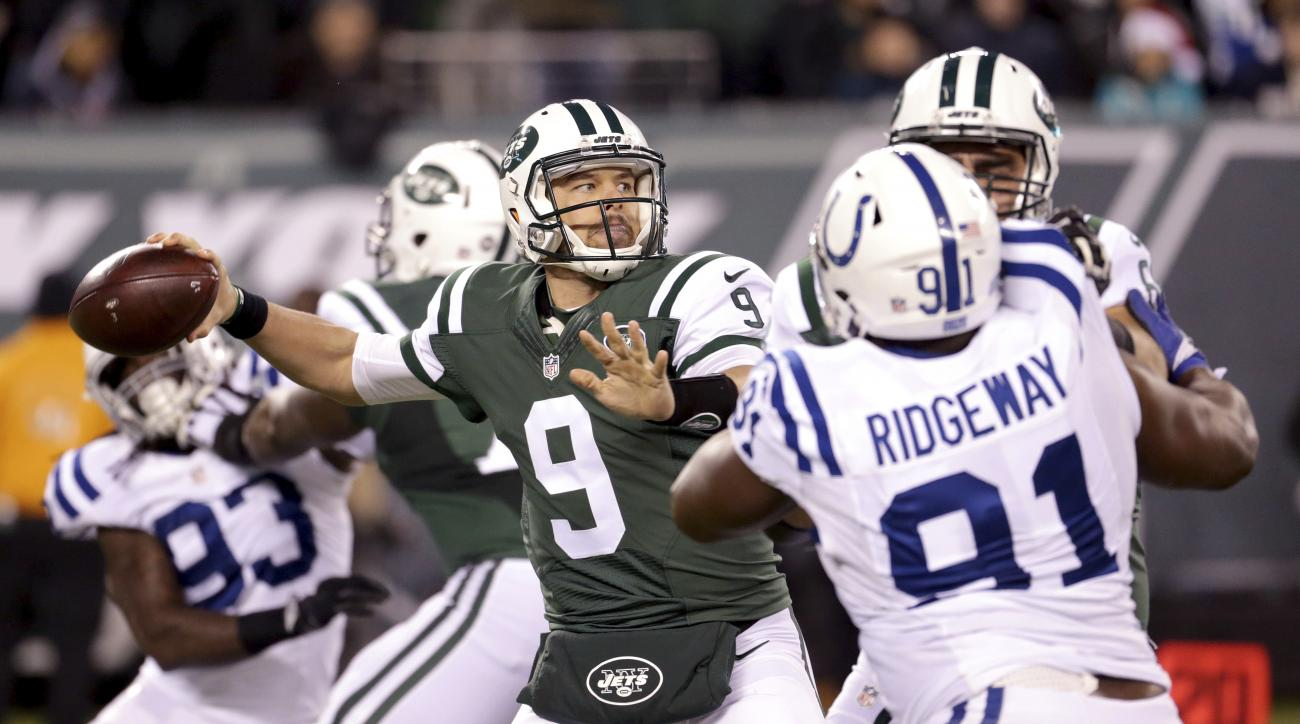 New York Jets quarterback Bryce Petty (9) looks to throw against the Indianapolis Colts during the second half of an NFL football game, Monday, Dec. 5, 2016, in East Rutherford, N.J. (AP Photo/Seth Wenig)