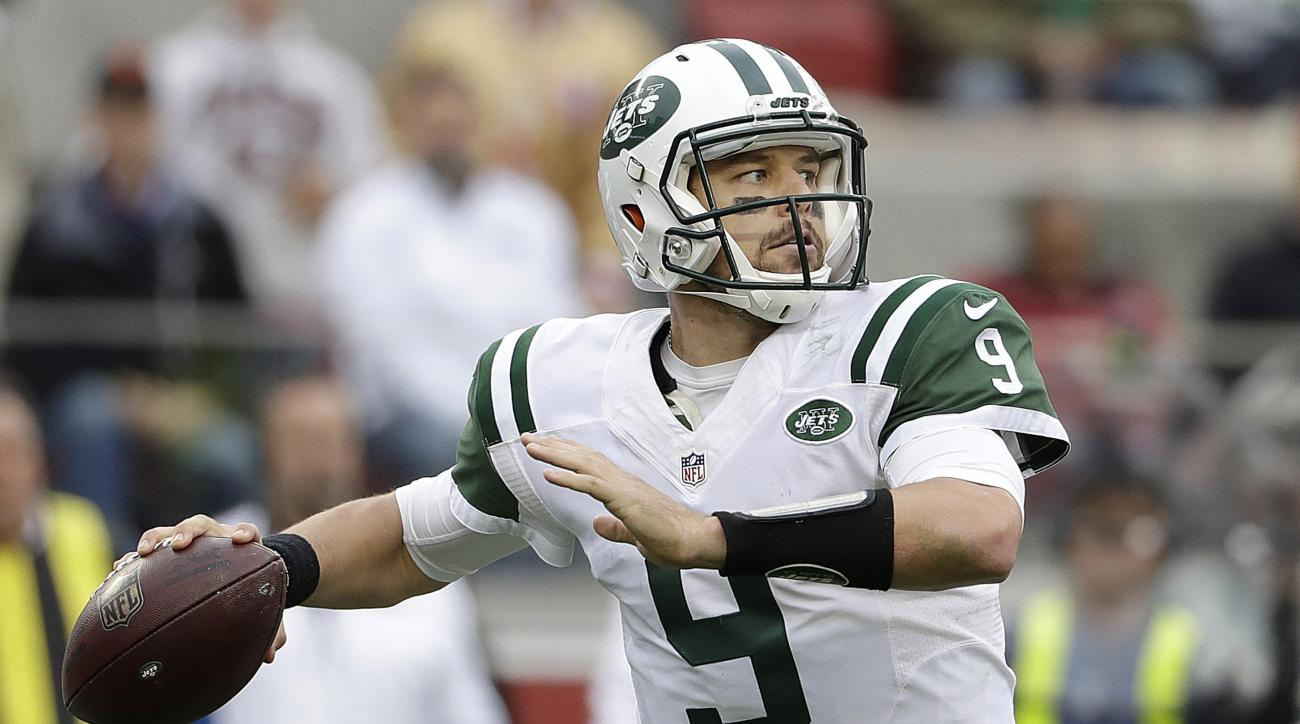 New York Jets quarterback Bryce Petty (9) drops back to pass against the San Francisco 49ers during the first half of an NFL football game in Santa Clara, Calif., Sunday, Dec. 11, 2016. (AP Photo/Marcio Jose Sanchez)