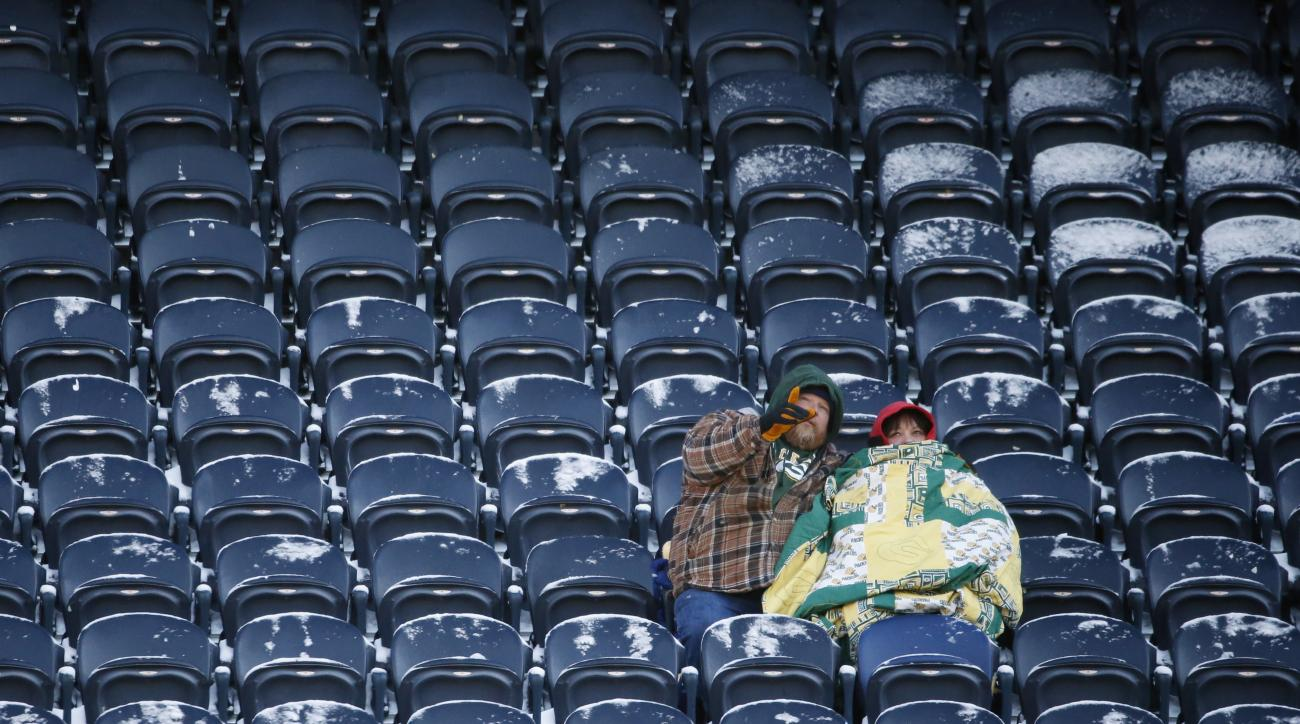 Green Bay Packers fans bundle up as they wait before an NFL football game between the Chicago Bears and the Packers, Sunday, Dec. 18, 2016, in Chicago. (AP Photo/Nam Y. Huh)