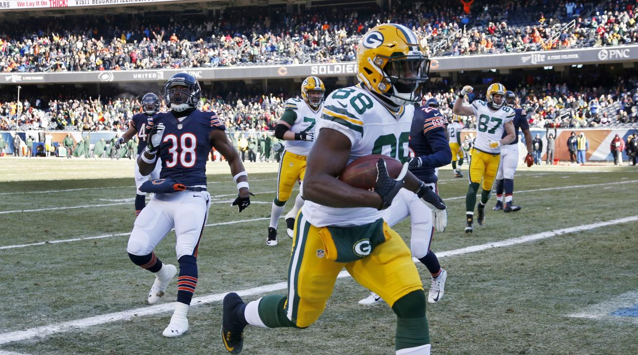 Green Bay Packers receiver Ty Montgomery (88) runs to the end zone for a touchdown against the Chicago Bears during the first half of an NFL football game, Sunday, Dec. 18, 2016, in Chicago. (AP Photo/Nam Y. Huh)