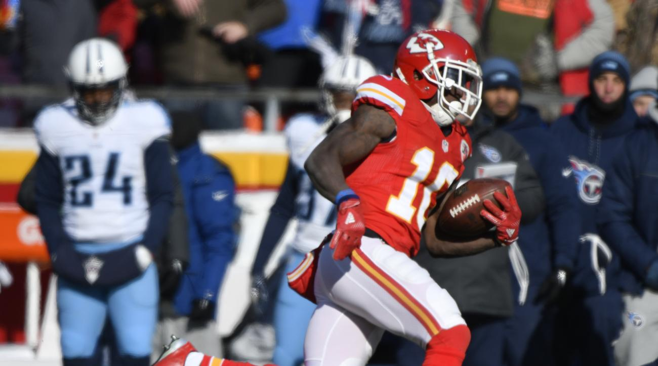 Kansas City Chiefs wide receiver Tyreek Hill (10) runs for a 68-yard touchdown during the first half of an NFL football game against the Tennessee Titans in Kansas City, Mo., Sunday, Dec. 18, 2016. (AP Photo/Ed Zurga)