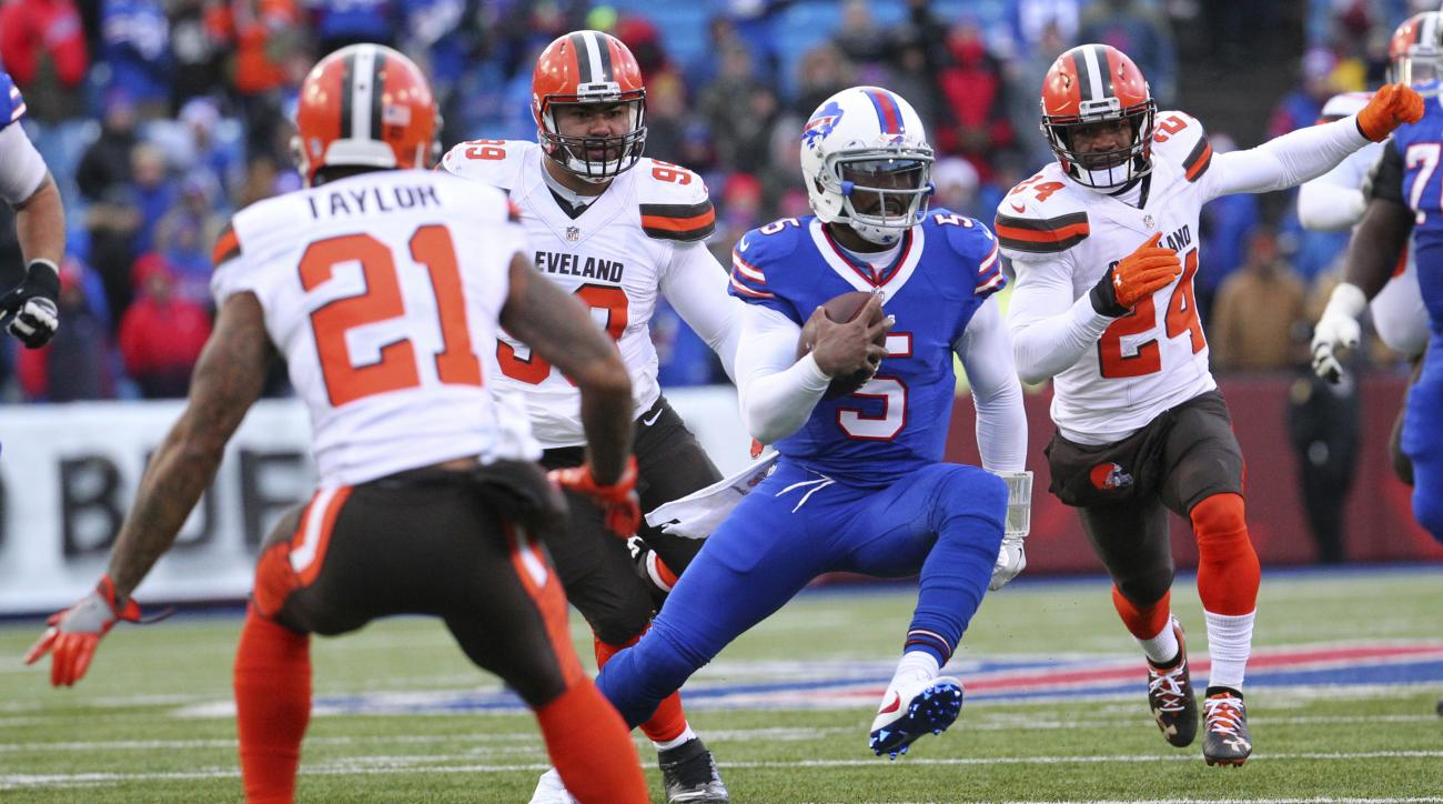 Buffalo Bills quarterback Tyrod Taylor (5) runs with the ball as Cleveland Browns cornerback Jamar Taylor (21), defensive tackle Stephen Paea (99) and strong safety Ibraheim Campbell (24) defend during the second half of an NFL football game, Sunday, Dec.