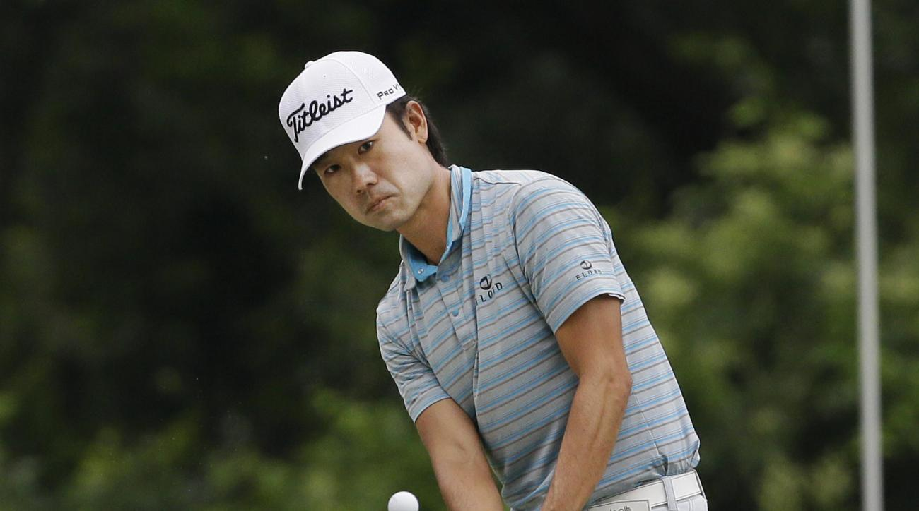 Kevin Na chips onto the green on the eighth hole during the third round of the Colonial golf tournament, Saturday, May 23, 2015, in Fort Worth, Texas. (AP Photo/LM Otero)