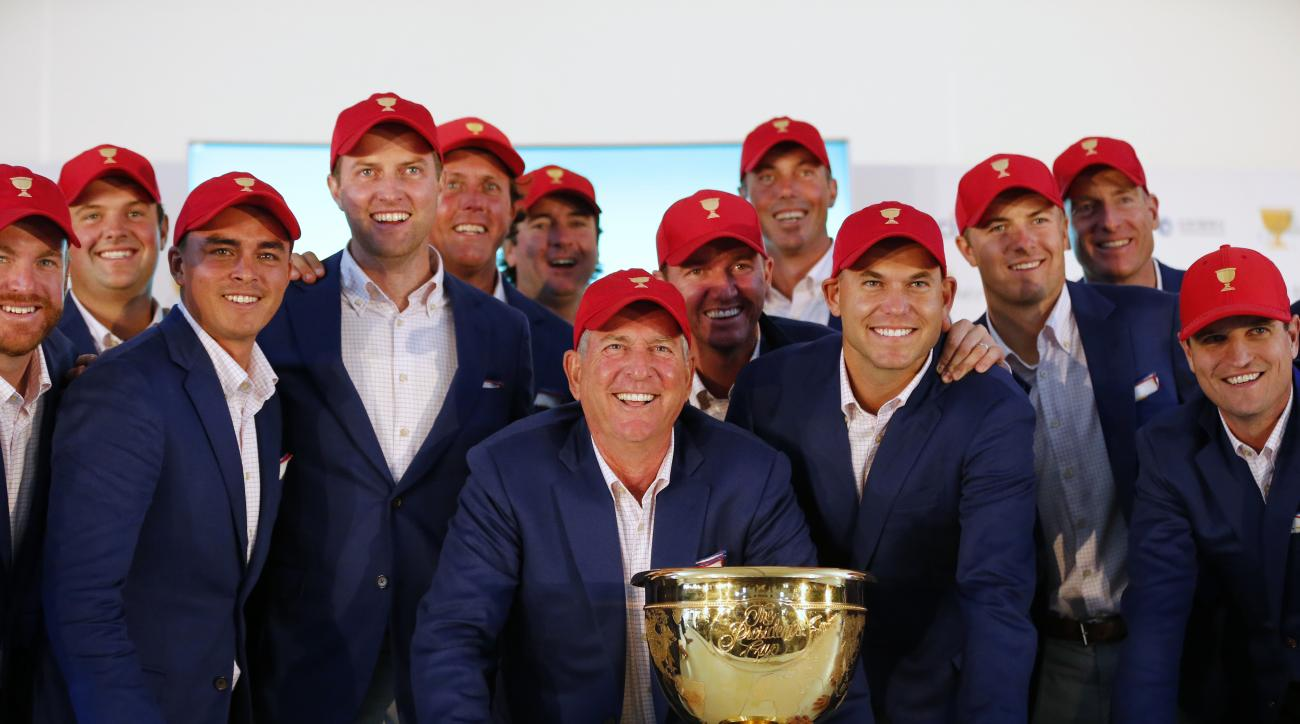 US team captain Jay Haas, front centre, poses with his team after they defeated the International team 15 1/2 to 14 1/2 to retain the Presidents Cup at the Jack Nicklaus Golf Club Korea, in Incheon, South Korea, Sunday, Oct. 11, 2015.(AP Photo/Lee Jin-man