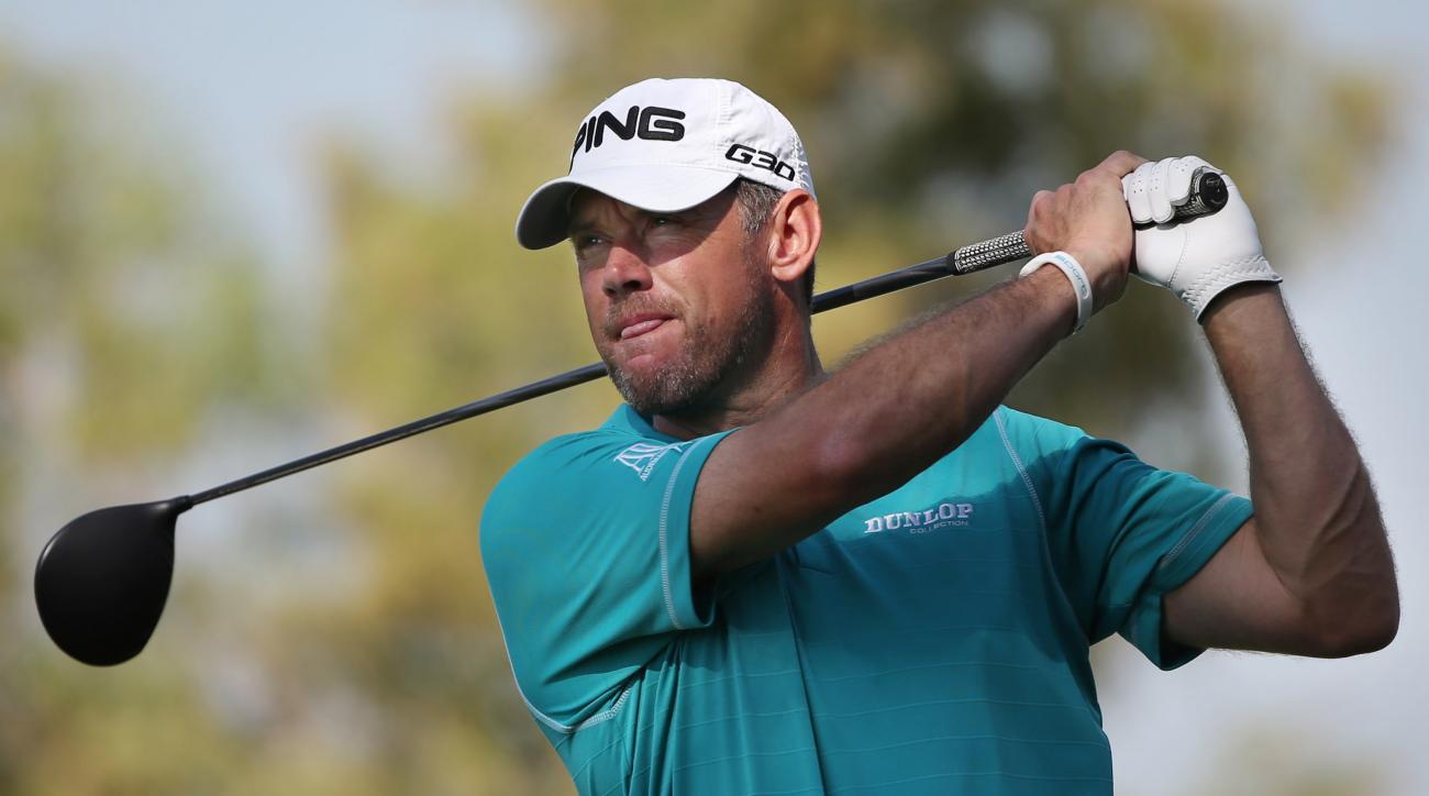 Lee Westwood of England tees off on the 2nd hole during the round one of DP World Tour Championship golf tournament in Dubai, United Arab Emirates, Thursday, Nov. 19, 2015. (AP Photo/Kamran Jebreili)