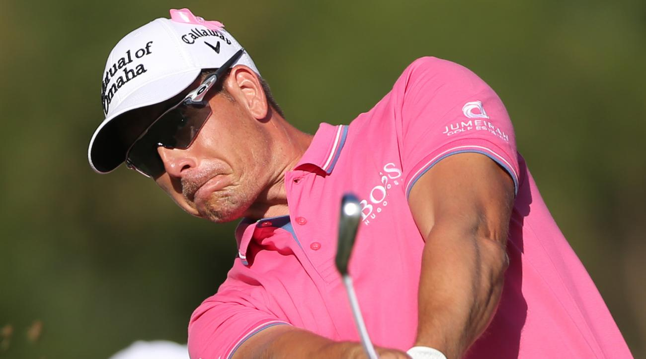 Henrik Stenson of Sweden tees off on the 15th hole during 2nd round of the Omega Dubai Desert Classic golf tournament in Dubai, United Arab Emirates, Friday, Feb. 5, 2016. (AP Photo/Kamran Jebreili)
