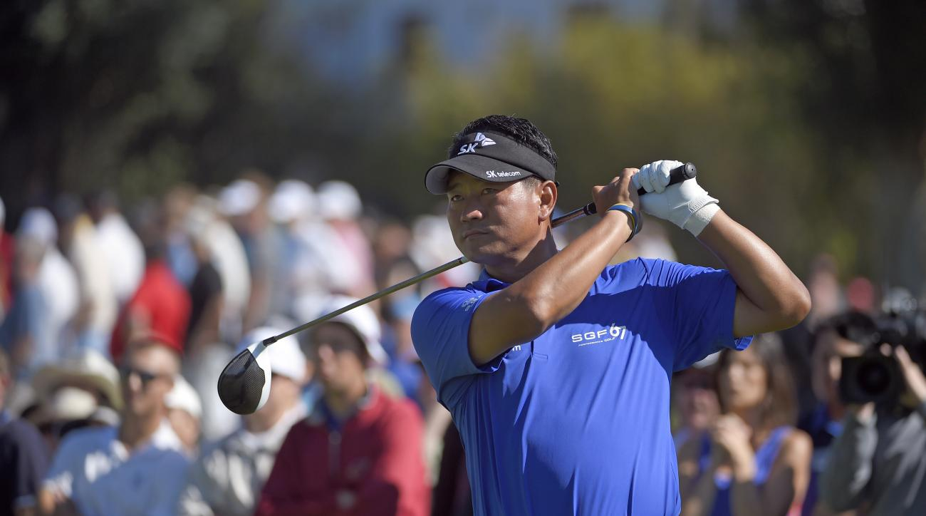 K.J. Choi, of South Korea, watches his drive on the second tee in the fourth round of the Northern Trust Open golf tournament Sunday, Feb. 21, 2016, in the Pacific Palisades section of Los Angeles. (AP Photo/Mark J. Terrill)