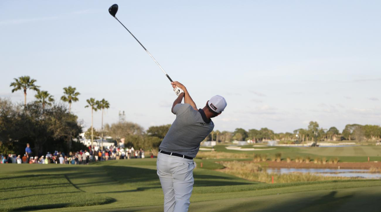 Adam Scott, of Australia, tees off on the 18th hole during the third round of the Honda Classic golf tournament, Saturday, Feb. 27, 2016, in Palm Beach Gardens, Fla. (AP Photo/Lynne Sladky)