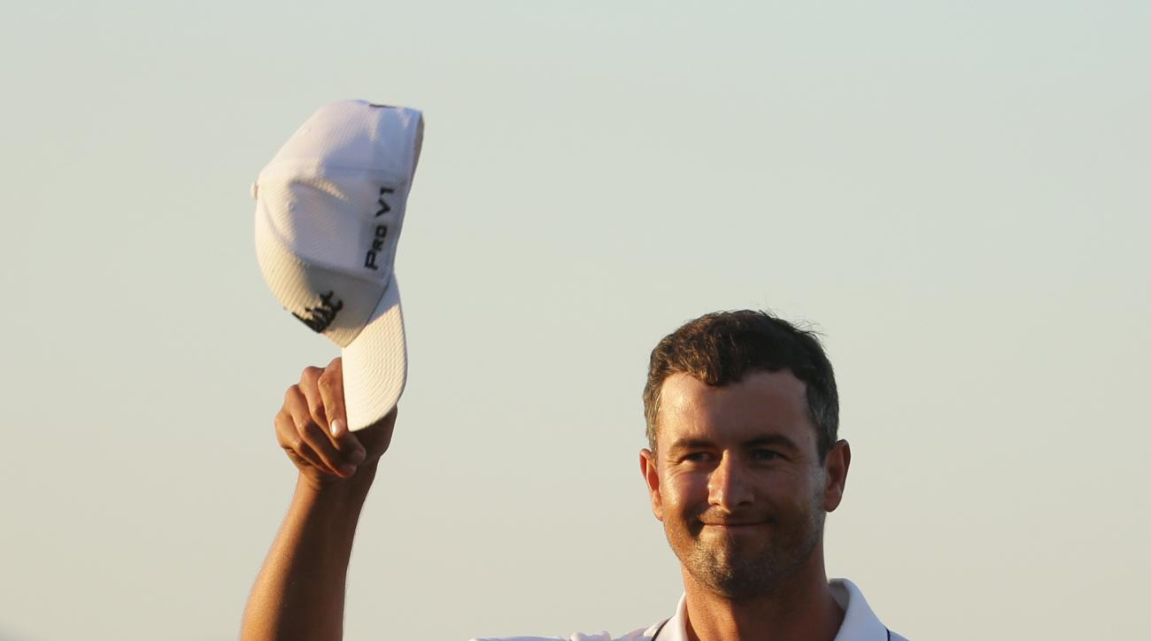 Adam Scott, of Australia, tips his cap on the 18th green during the final round of the Cadillac Championship golf tournament, Sunday, March 6, 2016, in Doral, Fla. (AP Photo/Lynne Sladky)