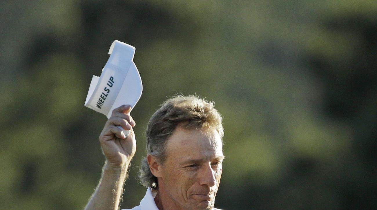 Bernhard Langer, of Germany, tips his cap after putting out on the 18th green during the final round of the Masters golf tournament Sunday, April 10, 2016, in Augusta, Ga. (AP Photo/Chris Carlson)
