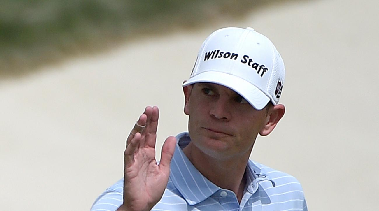 Brendan Steele acknowledges the crowd after making a putt on the 18th green during the second round of the Arnold Palmer Invitational golf tournament in Orlando, Fla., Friday, March 18, 2016. (AP Photo/Phelan M. Ebenhack)