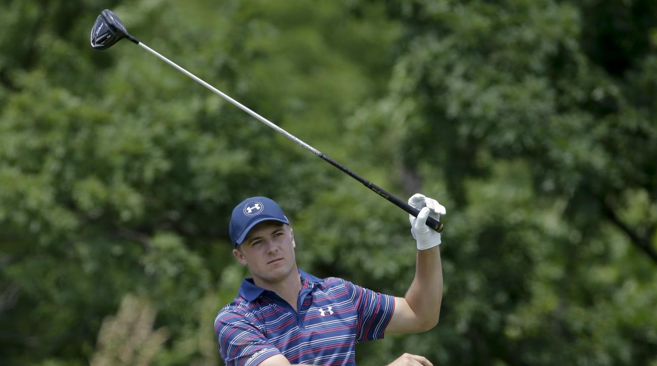 Jordan Spieth watches his tee shot on the fourth hole during the final round of the U.S. Open golf championship at Oakmont Country Club on Sunday, June 19, 2016, in Oakmont, Pa. (AP Photo/Gene J. Puskar)