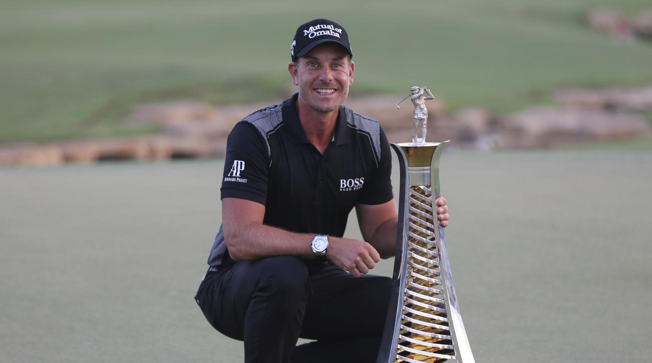 Henrik Stenson poses with the trophy after he won the Race to Dubai after the final round of the DP World Tour Championship golf tournament at the Jumeirah Golf Estates in Dubai, United Arab Emirates, Sunday, Nov. 20, 2016. (AP Photo/Kamran Jebreili)