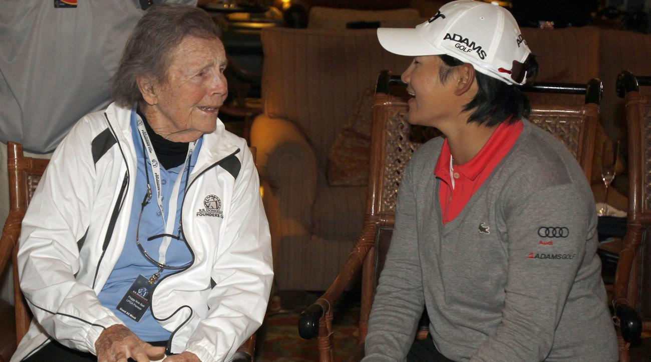 LPGA pioneer Peggy Kirk Bell, left, 90, chats with Yani Tseng, of Taiwan, following Tseng's victory in Founders Cup golf tournament Sunday, March 18, 2012, in Phoenix. (AP Photo/Paul Connors)