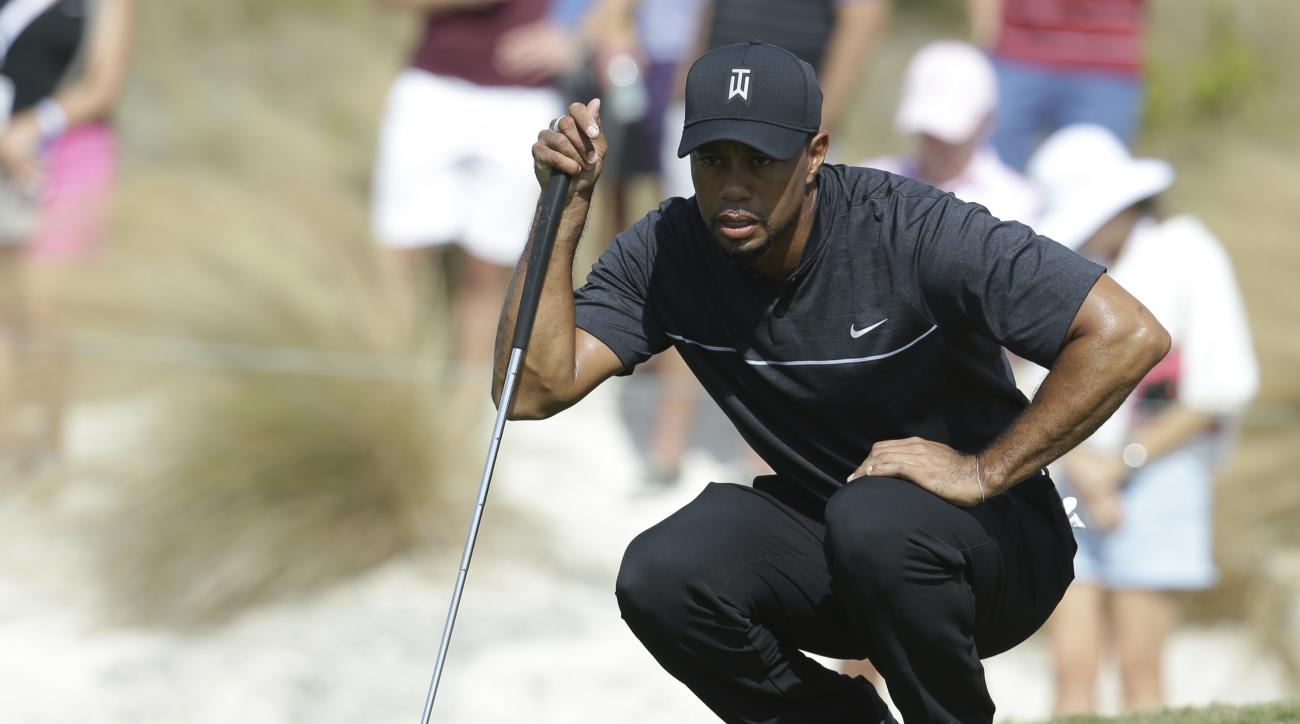 Tiger Woods lines up a putt on the first hole during the first round at the Hero World Challenge golf tournament, Thursday, Dec. 1, 2016, in Nassau, Bahamas. (AP Photo/Lynne Sladky)