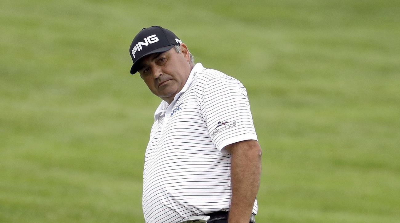 FILE - In this June 17, 2016 fiel photo, Angel Cabrera, of Argentina, watches his putt on the first hole during the rain delayed first round of the U.S. Open golf championship at Oakmont Country Club in Oakmont, Pa. Argentine authorities said Thursday, Fe
