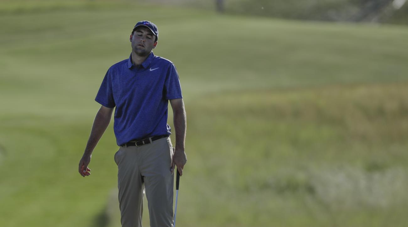 Scottie Scheffler reacts after missing an eagle putt on the 18th hole during the first round of the U.S. Open golf tournament Thursday, June 15, 2017, at Erin Hills in Erin, Wis. (AP Photo/David J. Phillip)
