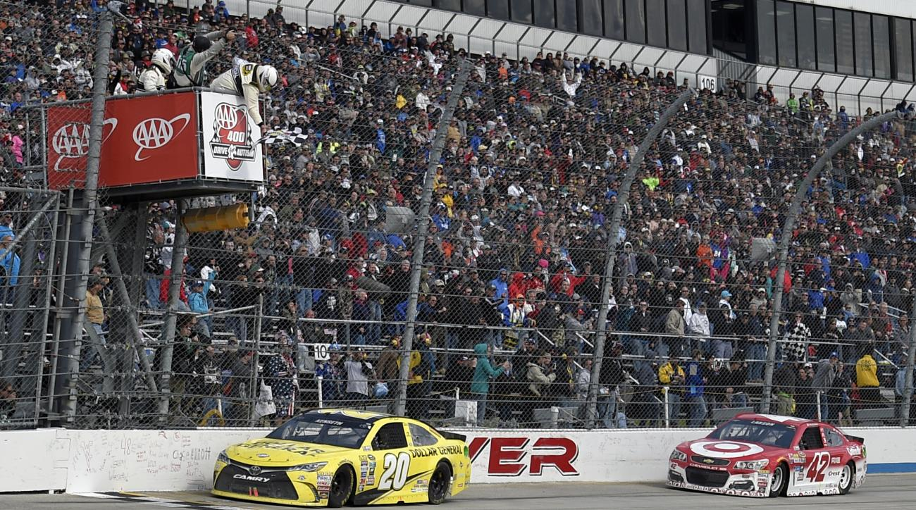 Matt Kenseth (20) takes the checkered flag ahead of Kyle Larson (42) to win the NASCAR Sprint Cup series auto race, Sunday, May 15, 2016, at Dover International Speedway in Dover, Del. (AP Photo/Nick Wass)