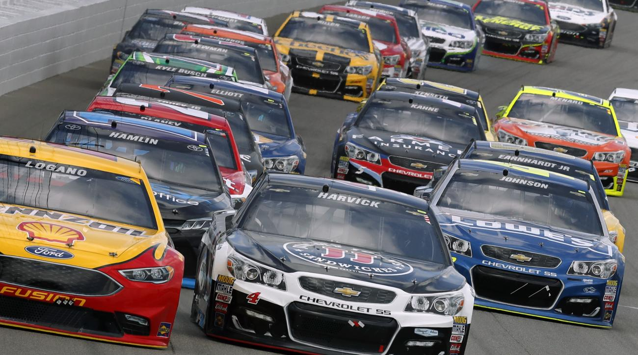 Joey Logano (22) and Kevin Harvick (4) battle for the lead during a NASCAR Sprint Cup Series auto race at Michigan International Speedway, in Brooklyn, Mich., Sunday, Aug. 28, 2016. (AP Photo/Paul Sancya)