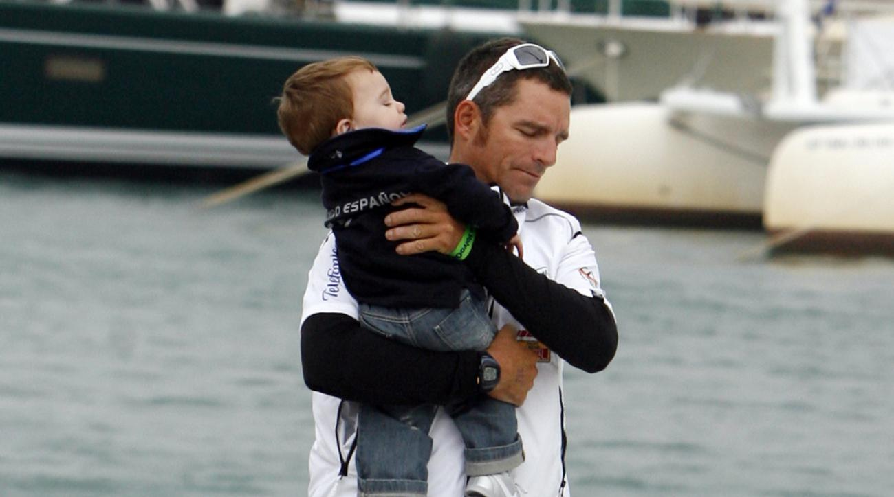 """FILE - In this Oct. 11, 2008 file photo, Telefonica Black skipper Fernando Echavarri from Spain takes his son onto the yacht before the start of the Volvo Ocean race in Alicante, Spain. Spain's Olympic gold-medal winning sailor says he's """"lucky to have su"""