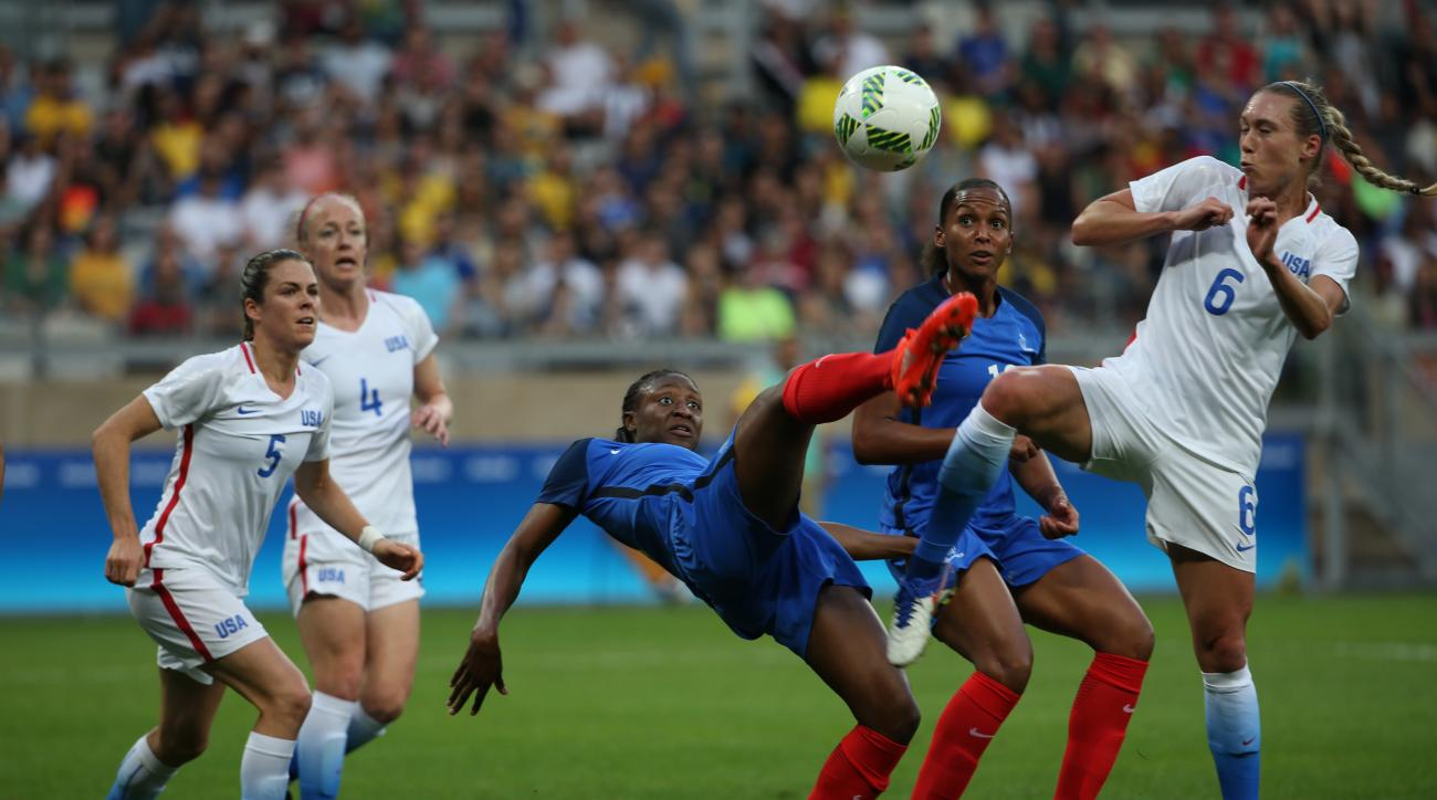 France's Kadidiatou Diani, center, fights for the ball with United States' Whitney Engen during a group G match of the women's Olympic football tournament between United States and France at the Mineirao stadium in Belo Horizonte, Brazil, Saturday, Aug. 6