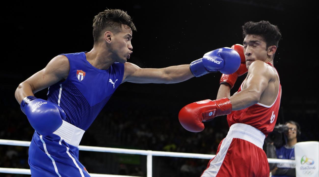 Cuba's Robeisy Ramirez, left, fights India's Shiva Thapa during a men's bantamweight 56-kg preliminary boxing match at the 2016 Summer Olympics in Rio de Janeiro, Brazil, Thursday, Aug. 11, 2016. (AP Photo/Frank Franklin II)