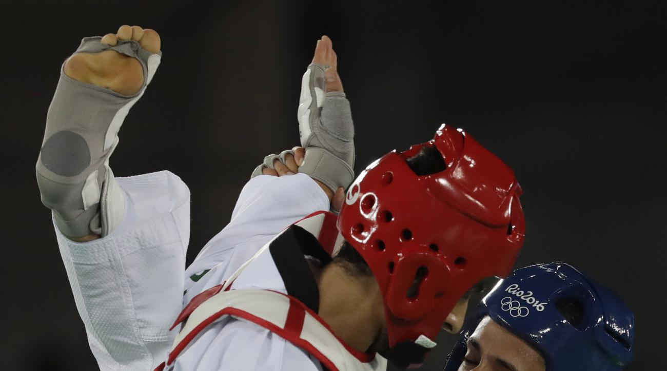 Si Mohamed Ketbi of Blelgium, right, and Safwan Khalil of Australia compete in the men's Taekwondo 58-kg event at the 2016 Summer Olympics in Rio de Janeiro, Brazil, Wednesday, Aug. 17, 2016. (AP Photo/Andrew Medichini)