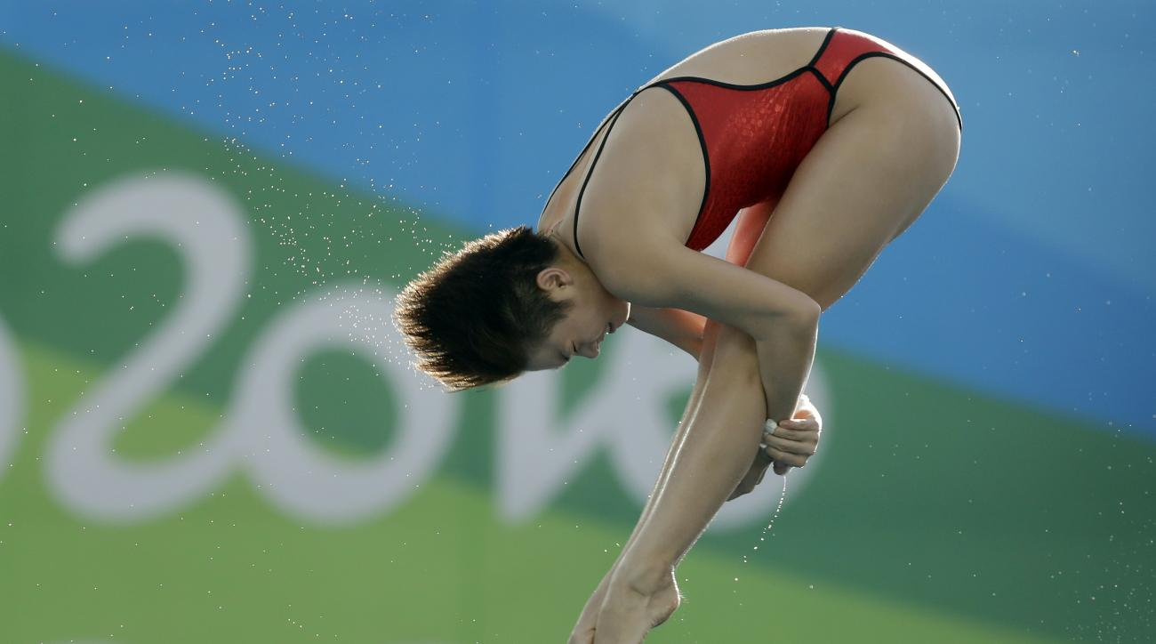 China's Si Yajie competes during the women's 10-meter platform diving preliminary round in the Maria Lenk Aquatic Center at the 2016 Summer Olympics in Rio de Janeiro, Brazil, Wednesday, Aug. 17, 2016. (AP Photo/Michael Sohn)
