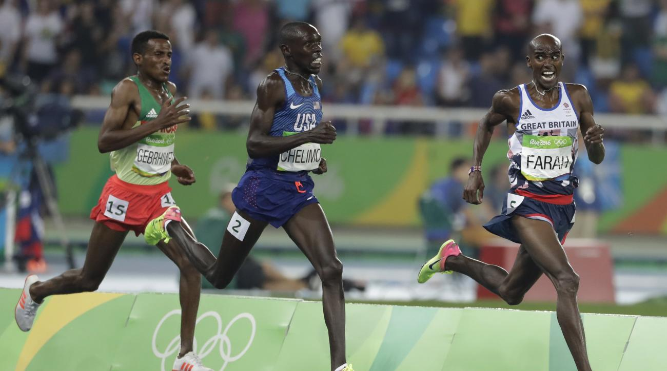 Britain's Mo Farah leads United States' Paul Kipkemoi Chelimo, center, and Ethiopia's Hagos Gebrhiwet to win the men's 5000-meter final during athletics competitions at the Summer Olympics inside Olympic stadium in Rio de Janeiro, Brazil, Saturday, Aug. 2