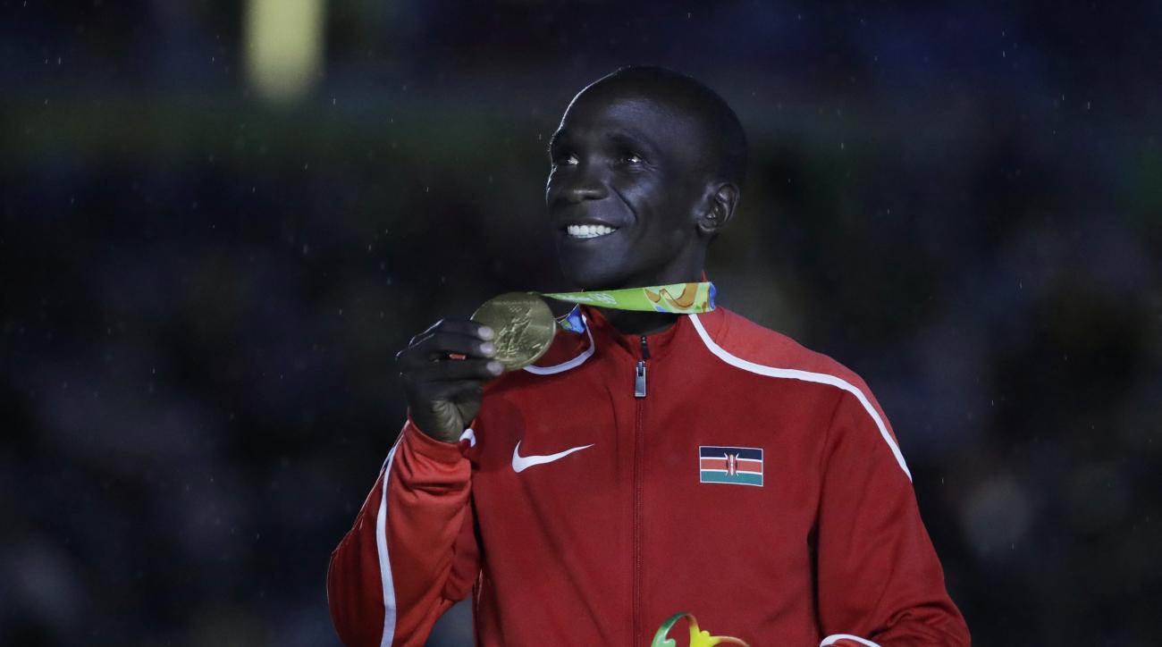 Kenya's gold medal winner Eliud Kipchoge poses during the medal ceremony for the men's marathon during the closing ceremony in the Maracana stadium at the 2016 Summer Olympics in Rio de Janeiro, Brazil, Sunday, Aug. 21, 2016. (AP Photo/Matt Dunham)