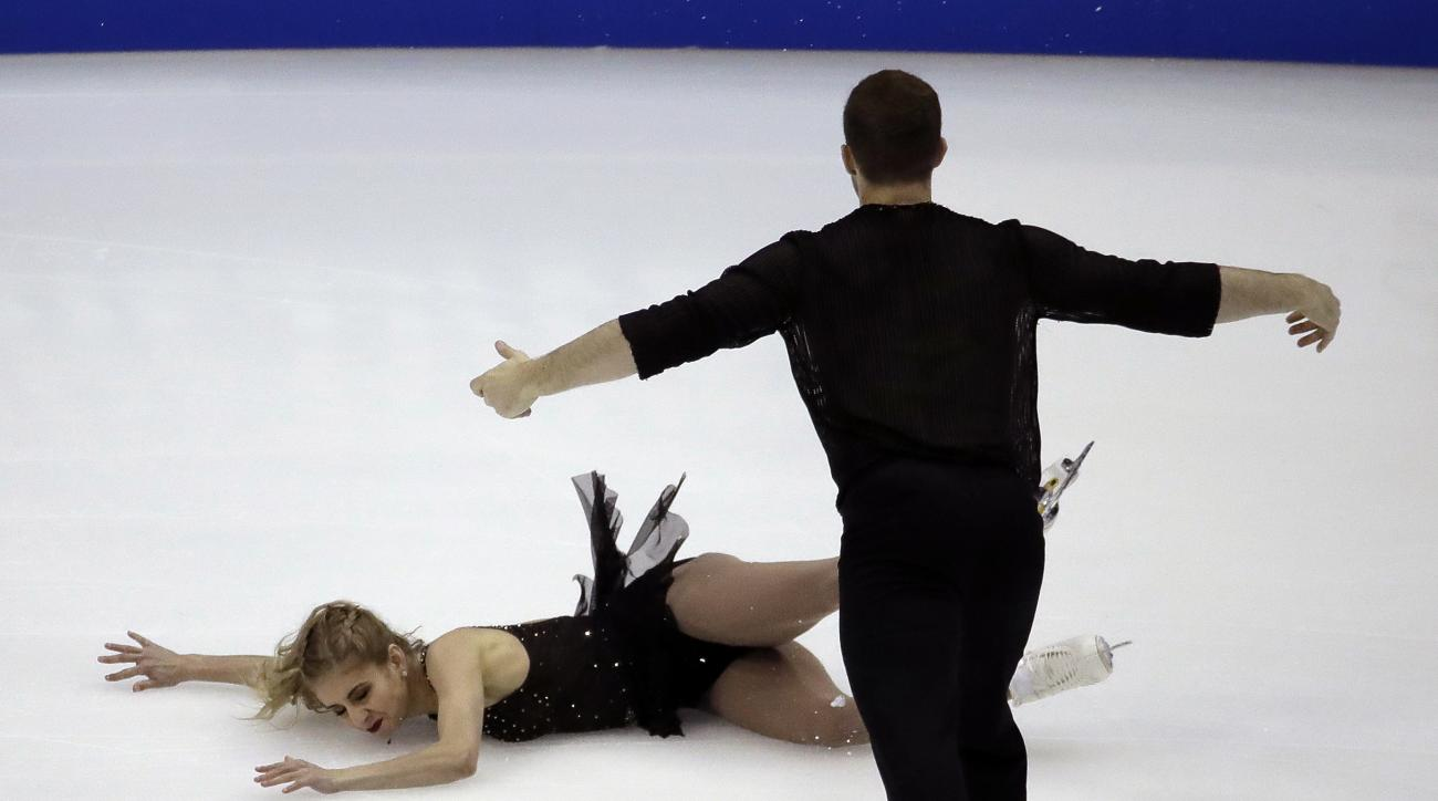 Tarah Kayne and Daniel O'Shea perform in the championship pairs short program during the U.S. Figure Skating Championships onThursday, Jan. 19, 2017, in Kansas City, Mo. (AP Photo/Charlie Riedel)