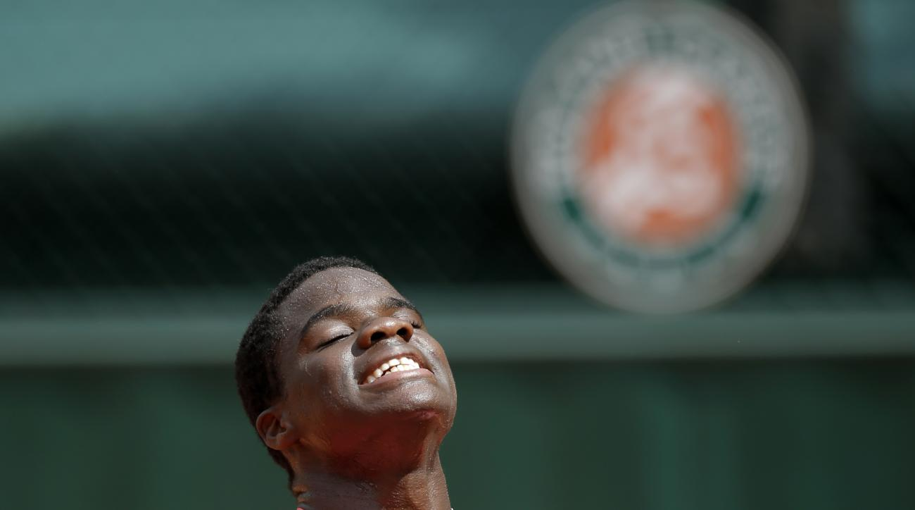 USA's Frances Tiafoe reacts as he plays  Slovakia's Martin Klizan during their first round match of the French Open tennis tournament at the Roland Garros stadium, Monday, May 25, 2015 in Paris,  (AP Photo/Francois Mori)