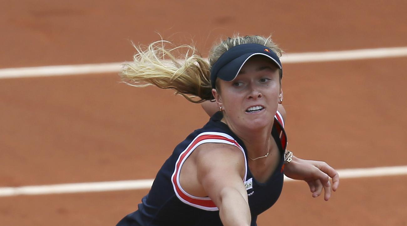 Ukraine's Elina Svitolina returns in her fourth round match of the French Open tennis tournament which she won in two sets 6-2, 7-6, against France's Alize Cornet at the Roland Garros stadium, in Paris, France, Sunday, May 31, 2015. (AP Photo/David Vincen