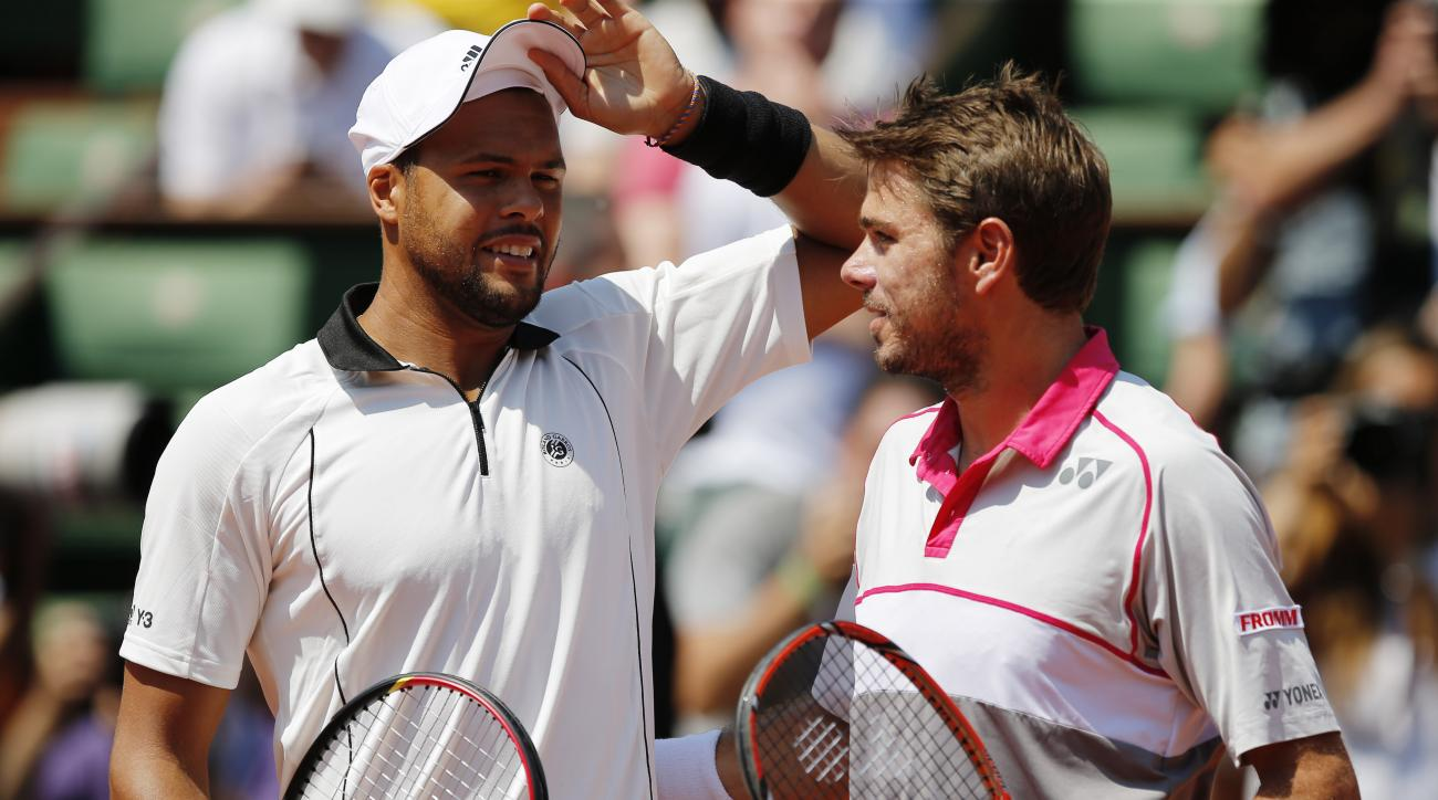 France's Jo-Wilfried Tsonga, left, and Switzerland's Stan Wawrinka pose before  their semifinal match of the French Open tennis tournament at the Roland Garros stadium, Friday, June 5, 2015 in Paris, France. (AP Photo/Francois Mori)